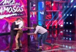 VEJA VÍDEO: Adriane Galisteu se empolga com nota no 'Dança' e derruba Faustão
