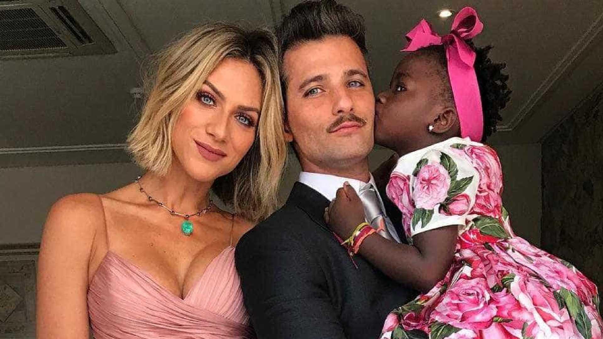 GIOVANNA EWBANK BRUNO GAGLIASSO TITI - Bruno Gagliasso fala sobre expectativa para adoção do novo filho, 'muito felizes'