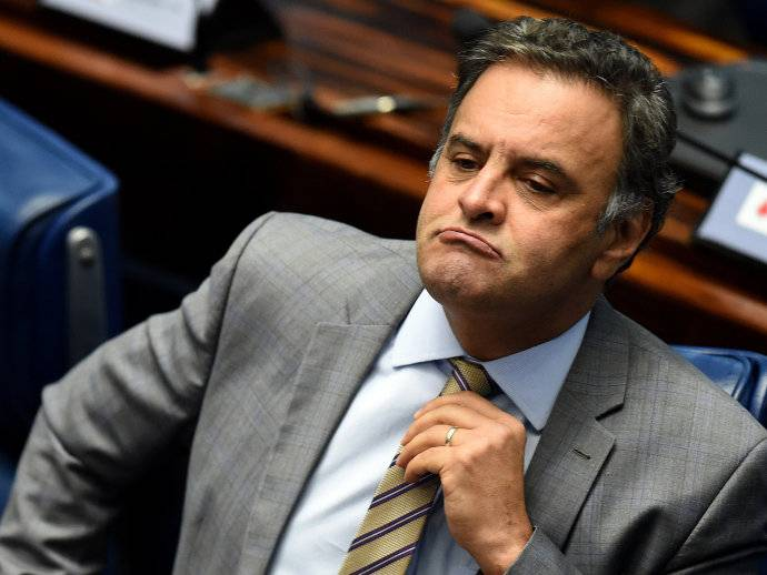 aecio neves - Executiva do PSDB rejeita pedido de expulsão de Aécio Neves