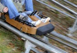 Criança perde a perna em parque de diversões