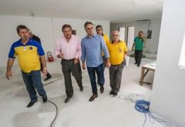 Cartaxo visita obras do Hospital da Visão, em Mangabeira