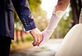 ÁLBUM POLÊMICO: Noiva simula sexo oral com noivo em fotos de casamento