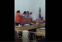 Presidente da Câmara de Cachoeira dos Índios agride suplente de vereador que participava de sessão especial