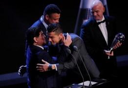 """""""Doeu na alma dar o prêmio a Cristiano Ronaldo e não a Messi"""", diz Maradona"""