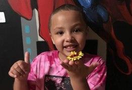 Menina de 7 anos tem cabeça raspada  em escola sem autorização da mãe