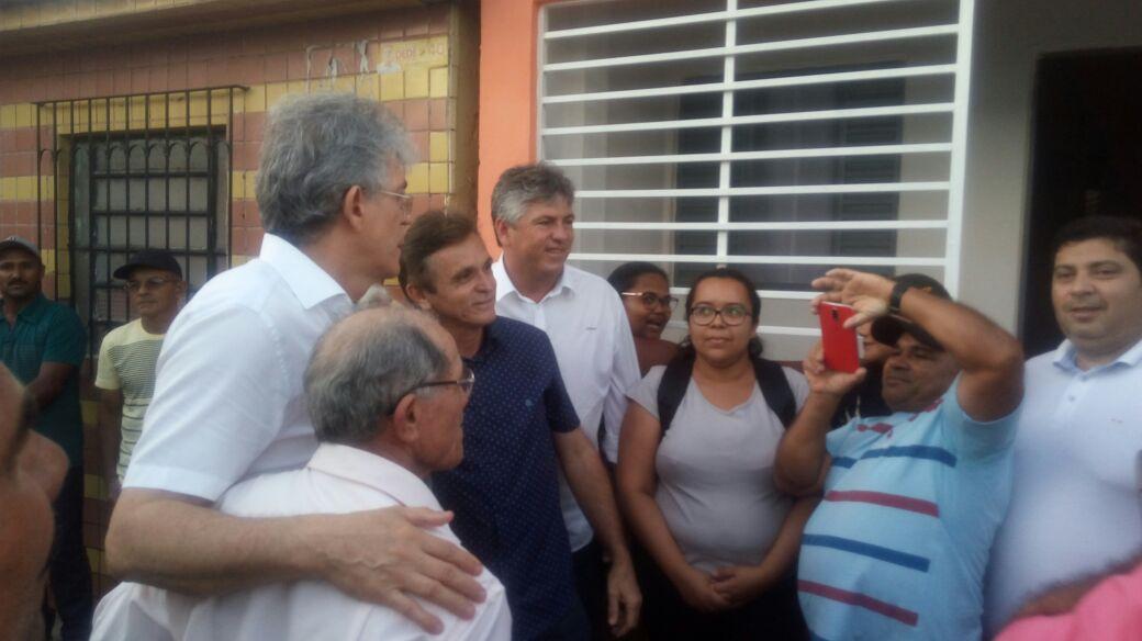 r1 - Governador entrega 60 unidades habitacionais em Pedras de Fogo
