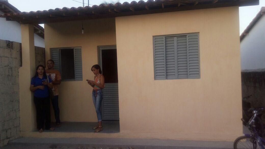 r2 - Governador entrega 60 unidades habitacionais em Pedras de Fogo