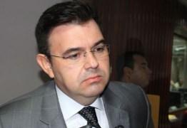 DO CONTRA: 'Eu faço oposição ao prefeito', revela deputado Raniery Paulino
