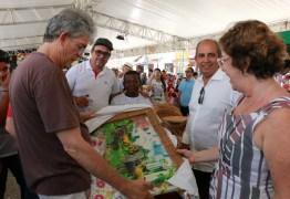Ricardo autoriza obras de urbanização da orla de Jacumã durante aniversário do Conde