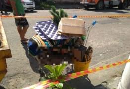 Homem é preso após matar 'rival' e carregar corpo em carrinho de supermercado