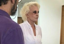 VEJA VÍDEO- Ana Maria Braga sossega fãs e explica motivo do seu olho negro