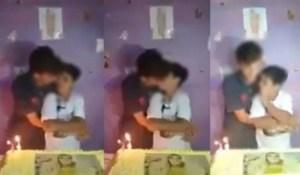 casal gay adolescentes 2 300x175 - O beijo dos garotos e as bestas do Apocalipse - por Adriana Bezerra