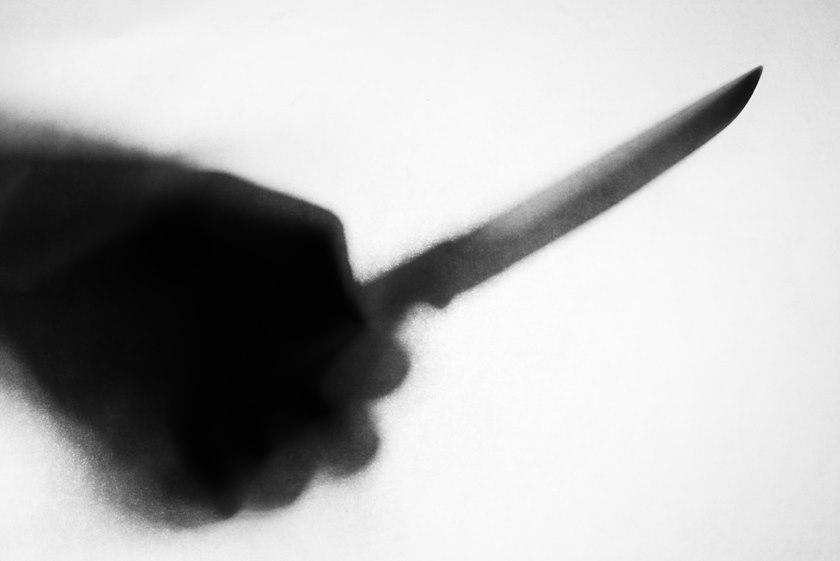 faca - Homem é baleado pela polícia enquanto esfaqueava filha de 2 anos