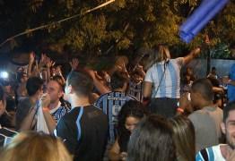 Torcida gremista lota bar de João Pessoa