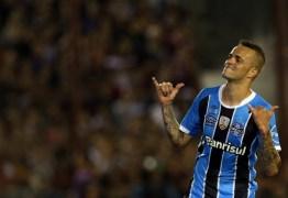 """Na volta ao Brasil, Luan responde às críticas: """"Podem falar o que quiser"""""""