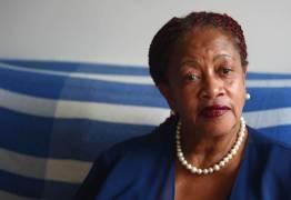 Após pedir para receber acima de R$ 33,7 mil, ministra diz que é pobre
