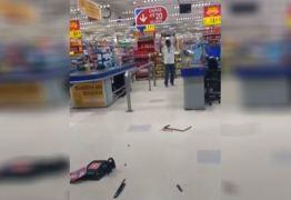 Cliente tem ataque de fúria e quebra dezenas de monitores em supermercado – VEJA VÍDEO