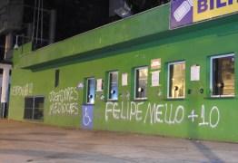 CRISE: Muros da arena do Palmeiras são pichados após derrota