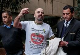 Manifestante tenta invadir o Palácio do Planalto atirando tomates