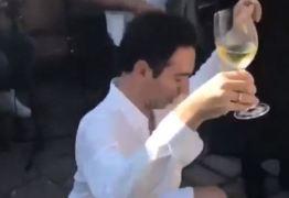 Cesar Tralli dança funk e desce até o chão em festa