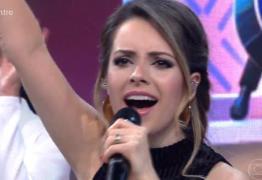 VEJA VÍDEO: Sandy erra letra de música de Ivete e pede desculpas