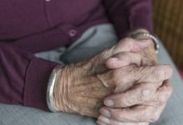 Jovem é preso após espancar avó até a morte: 'Não lembro'
