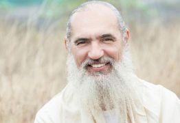 O paulistano de classe média baixa que virou líder religioso na Índia – e guru de famosos no Brasil