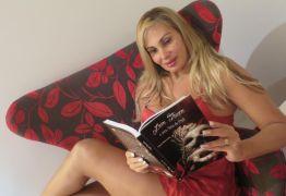 Ex- símbolo sexual, Angela Bismarchi quer virar pastora: 'Estudo três horas por dia' -VEJA VÍDEO