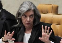 Ao lado de investigados, Cármen Lúcia diz que 'é inaceitável agredir a Justiça'