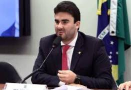 VERGONHA: Em sessão vazia, deputado aprova projeto polêmico sobre educação – VEJA O VÍDEO