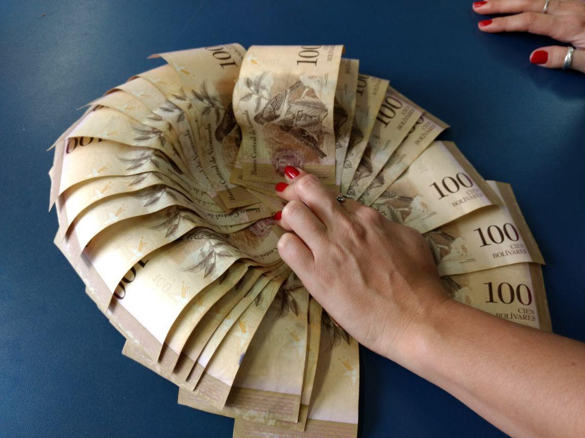 WhatsApp Image 2017 12 07 at 09.56.24 1 - Catador acha dinheiro venezuelano no lixo, mas não consegue trocá-lo