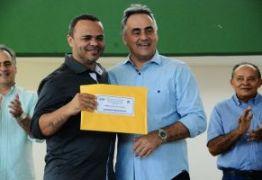 Prefeitura entrega R$ 12 milhões em premiação a profissionais da Educação- Veja vídeo