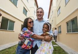 Luciano Cartaxo entrega apartamentos para mais de 300 famílias da capital