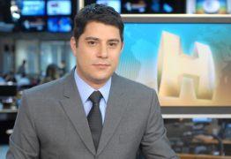 VEJA VÍDEO: Evaristo Costa volta a bancada de um jornal em novo filme da Netflix