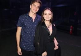 Larissa Manoela aparece pela primeira vez com novo namorado