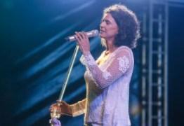 Show de Simone reúne milhares de pessoas no Busto de Tamandaré