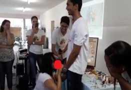 NÃO É NA PARAÍBA: Suposto vídeo de professora colocando camisinha em pênis artificial é da UESB – VEJA VÍDEO