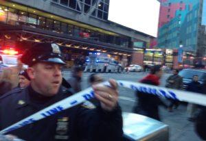 times square explosão políca 300x206 - Imagens Fortes: Câmeras de segurança flagraram momento da explosão em Nova York - Veja Vídeo