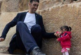 2,51 X 62,8:   Menor mulher do mundo encontra maior homem do mundo – VEJA FOTOS