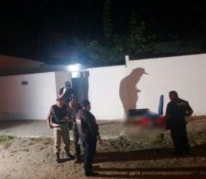 201801130814010000001275 1 300x262 - Homem é executado com tiros na cabeça na frente do filho de cinco anos na capital