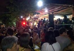 Prévia do bloco Raparigas do Chico reúne milhares nos Bancários, em João Pessoa