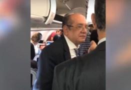 VEJA VÍDEO: Ministro Gilmar Mendes é hostilizado em voo