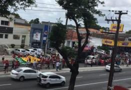 VEJA VÍDEOS: Manifestantes param trânsito na Avenida Epitácio Pessoa pedindo absolvição de Lula