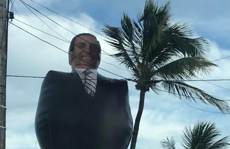 """27393925 1704351262954366 1402234173 o e1517086023385 - Bolsozord de 12 metros """"invade"""" praia de João Pessoa e atrai público da direta"""