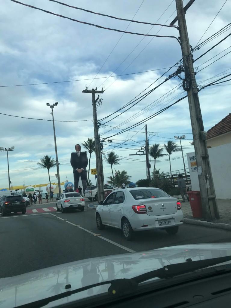 """27479165 1704352506287575 1185764914 o - Bolsozord de 12 metros """"invade"""" praia de João Pessoa e atrai público da direta"""