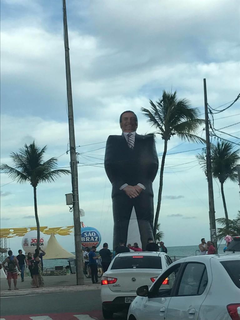 """27480225 1704352616287564 1285572978 o - Bolsozord de 12 metros """"invade"""" praia de João Pessoa e atrai público da direta"""