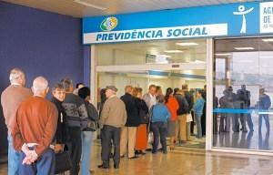 INSS aposentados 1 300x192 - CONTRA A REFORMA: Sindicatos e movimentos sociais se reúnem para discutir greve geral de sexta-feira
