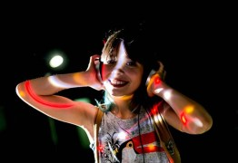 Após sucesso nas pistas, DJ mirim passa a sofrer cyberbullying