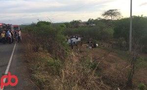 acidente prefeito 3 300x184 - VEJA FOTOS: Prefeito de São José da Lagoa Tapada sofre acidente e fica preso nas ferragens