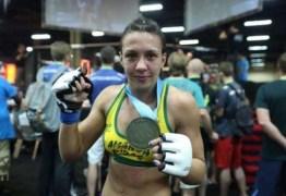 Amanda Ribas é suspensa do UFC após ser pega no antidoping